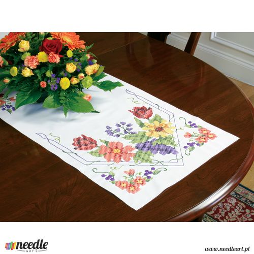 Flowers & Berries - Table Runner